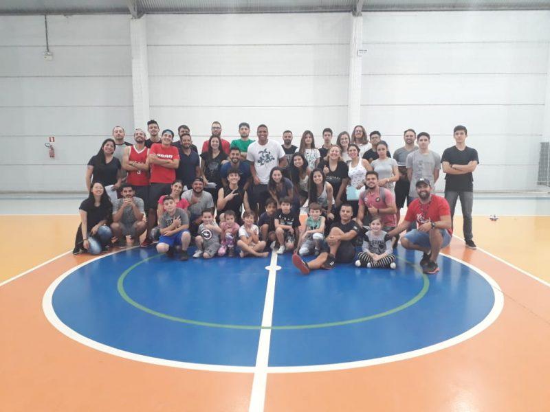 Acadêmicos de Educação Física da Guairacá realizam atividade prática com crianças