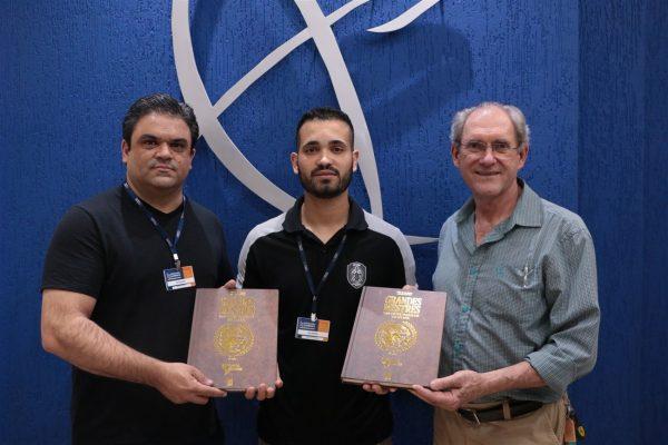 Professor da Guairacá participa de edição especial do livro Grandes Mestres das Artes Marciais