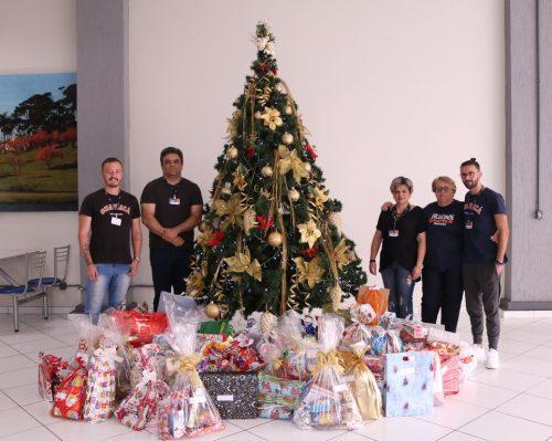 Campanha de Natal da Guairacá doa brinquedos para o Centro de Nutrição Renascer