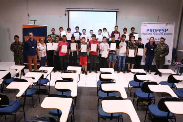 Faculdade Guairacá faz entrega dos certificados do projeto Pelotão Esperança