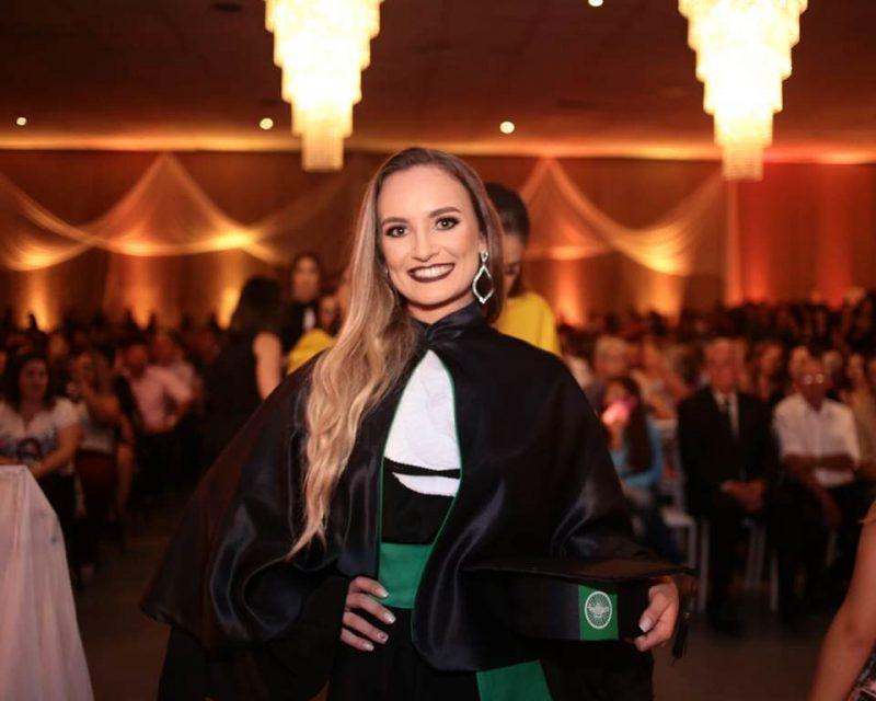 Egressa de Enfermagem da Faculdade Guairacá é aprovada em Mestrado
