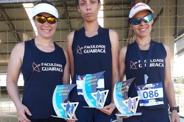 Atletas da Faculdade Guairacá sagram-se campeãs na Corrida de Rua Solidária Arca