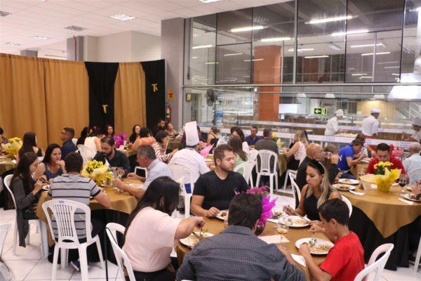Gastronomia da Guairacá promove tradicional jantar para familiares