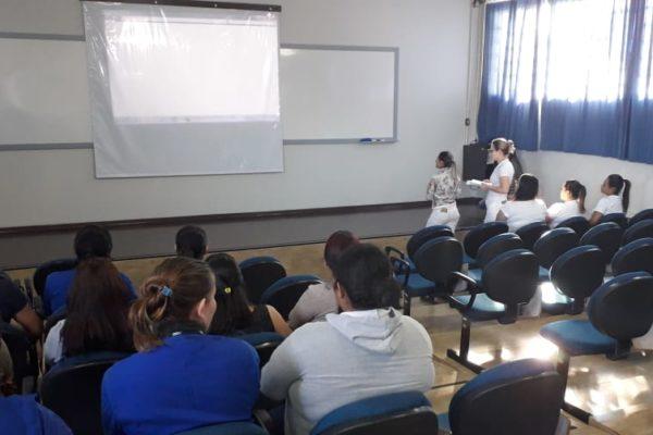 Zeladoras da Faculdade Guairacá participam de treinamento sobre segurança e higienização