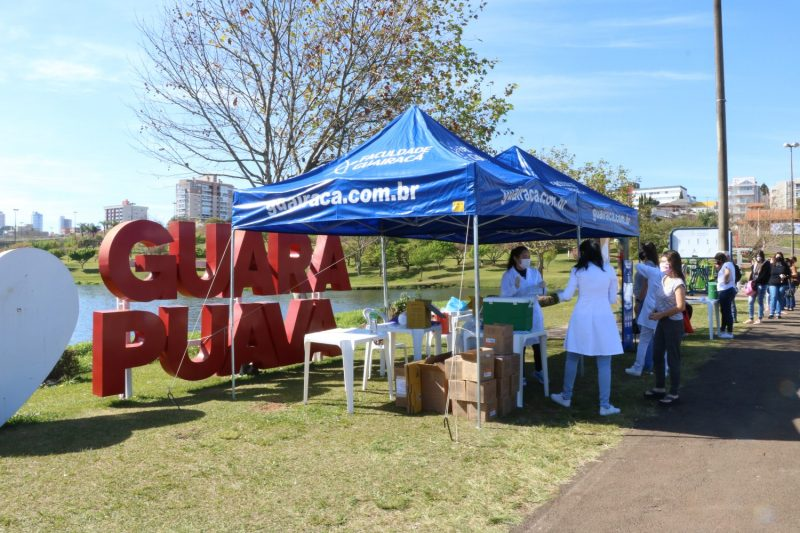 Campanha de vacinação imuniza centenas de guarapuavanos no Parque do Lago