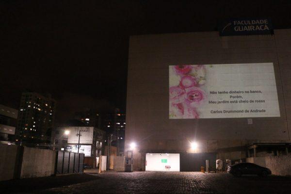 Poesias tomam fachada da UniGuairacá Centro Universitário