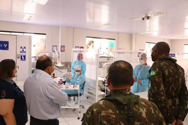 Autoridades militares visitam Clínicas Integradas Guairacá