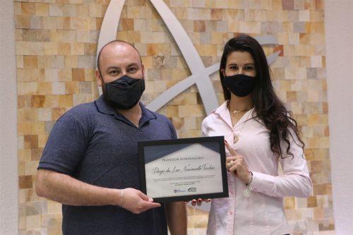 Professores da UniGuairacá Centro Universitário recebem homenagem
