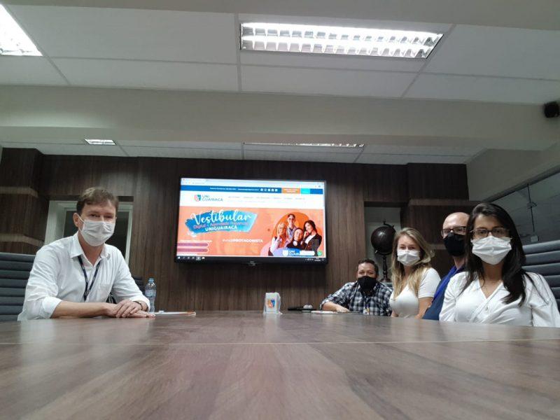 Gestores do polo UniGuairacá EaD de Chapecó visitam a instituição em Guarapuava