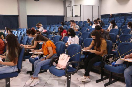 Simulado do Enem reúne centenas de participantes na UniGuairacá
